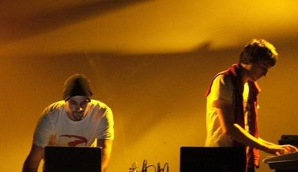 GLGN & JIMMY Pe(e)